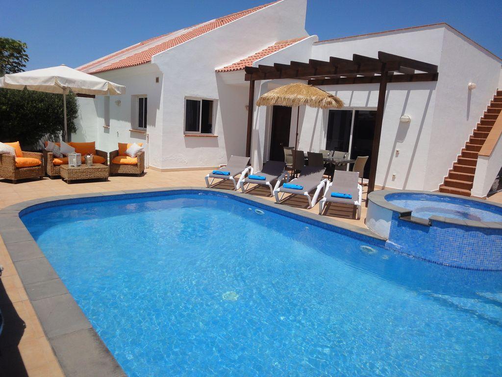 Residencia con piscina en Corralejo