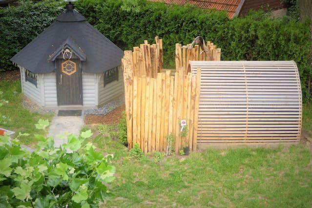 Dutch dike house apartment with garden (Welsum)