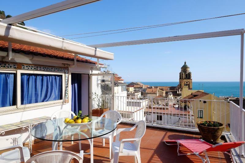La Perla with terrace and sea view