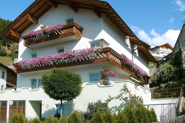 Ferienwohnung in Fendels mit Balkon