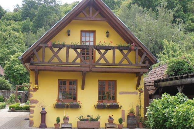 En el corazón de Alsacia, en un bonito pueblo típico de montaña,