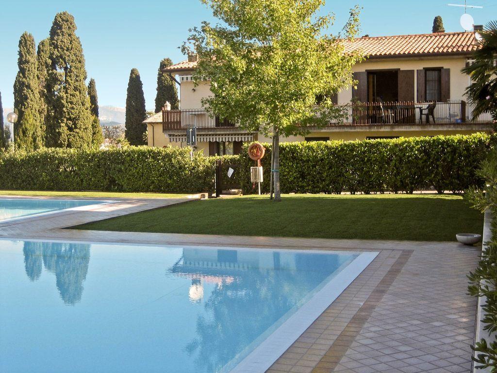 Apartamento vacacional con piscina exterior
