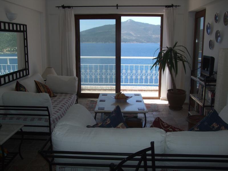 Apartamento con piscina y impresionantes vistas al mar