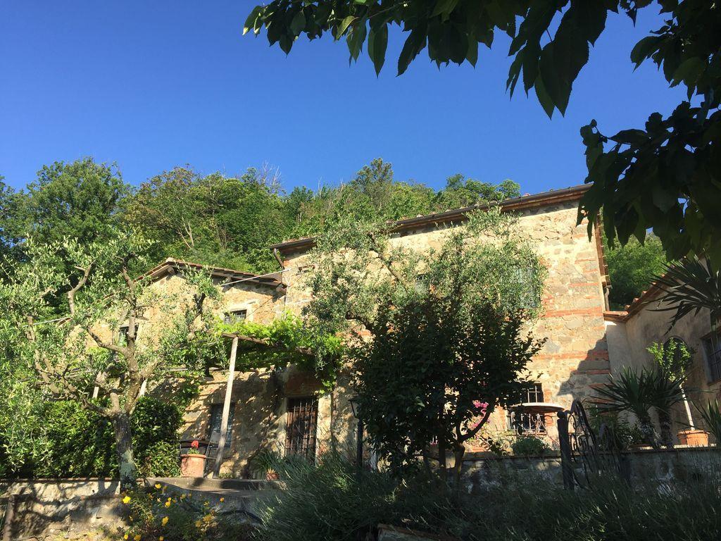 Hogareña residencia en Pescia