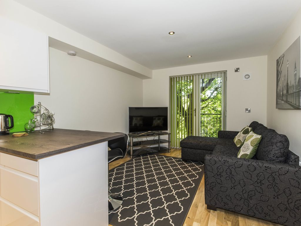 Property with 2 rooms
