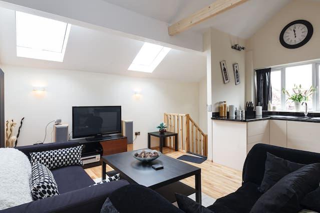 Modern Loft Style Apartment free parking
