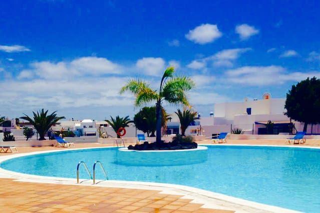 Alojamiento con piscina en Puerto calero