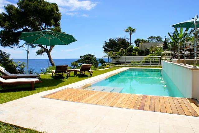 Waterfront Villa 5 km from Monaco