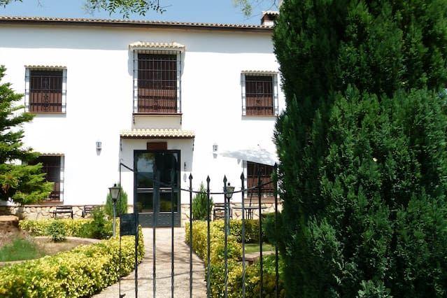 Vivienda con piscina en Marmolejo