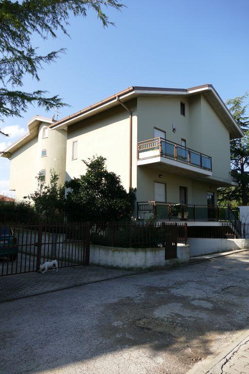 Vivienda de 5 habitaciones en Citta' sant'angelo