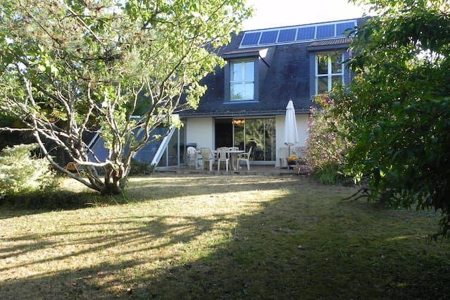 Residencia en Arradon con jardín