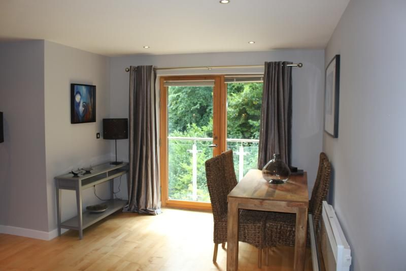 Beautiful Two-bed Quayside Apartment