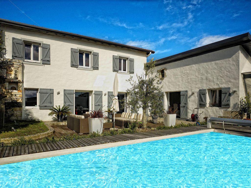 Vivienda de 5 habitaciones con piscina