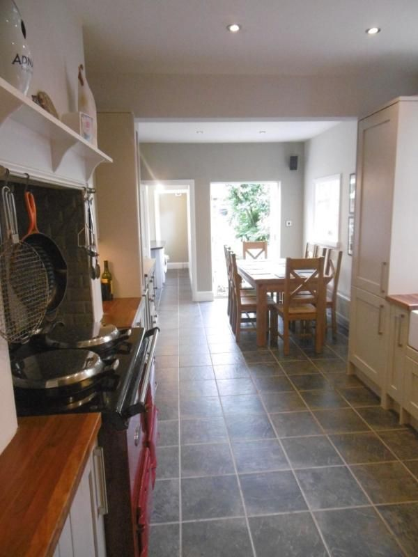 Central holiday rental in York for 8