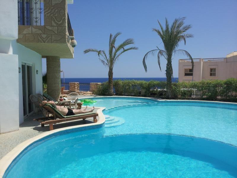 Private Villa, beach side,pool, FREE Wi-Fi,Jacuzzi