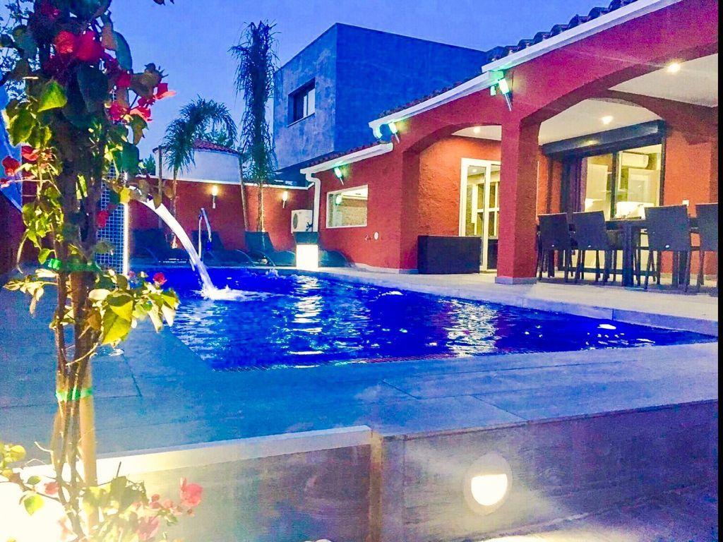 Alojamiento funcional con piscina