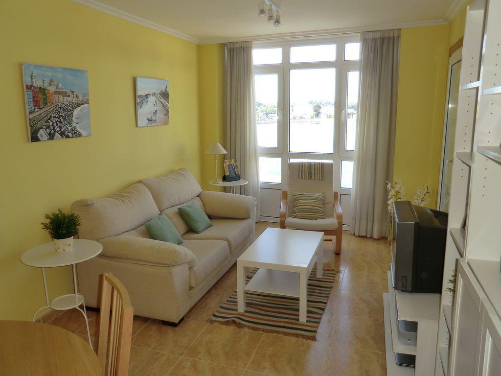 Apartamento de ensueño con Sábanas y toallas y AC en Viveiro