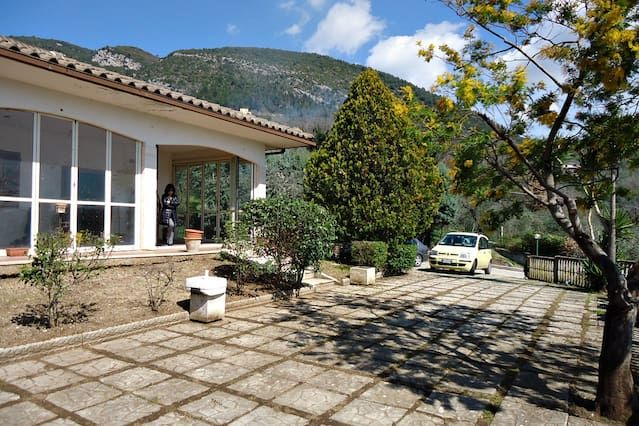 Lovely villa in countryside minutes from downtown