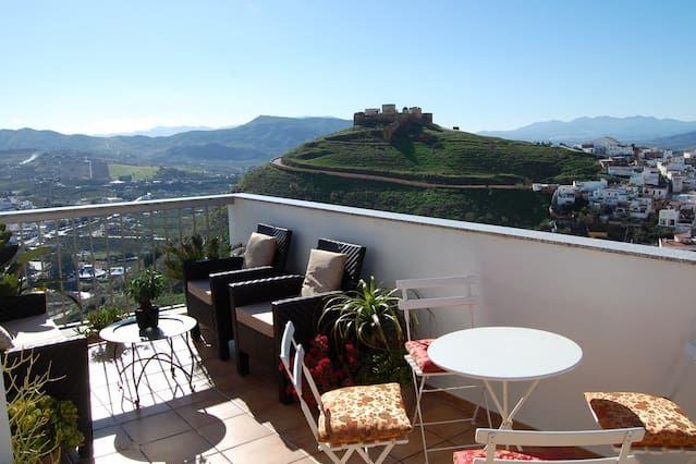 Penthouse de lujo con vistas al castillo morisco y al campo