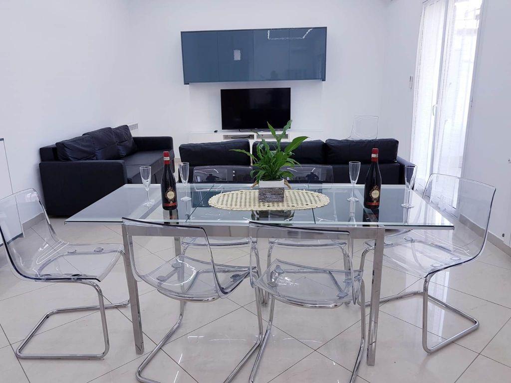 Provista residencia en Avola