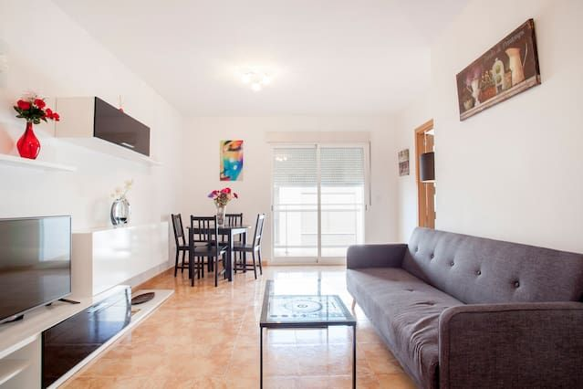 Lovely apartment 5 m drive to beach