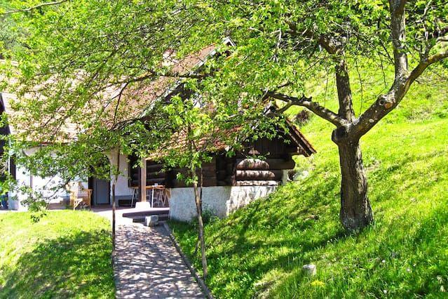 Impresionante Casa con 2 dormitorio(s) en Polhov Gradec con Aparcamiento y Terraza