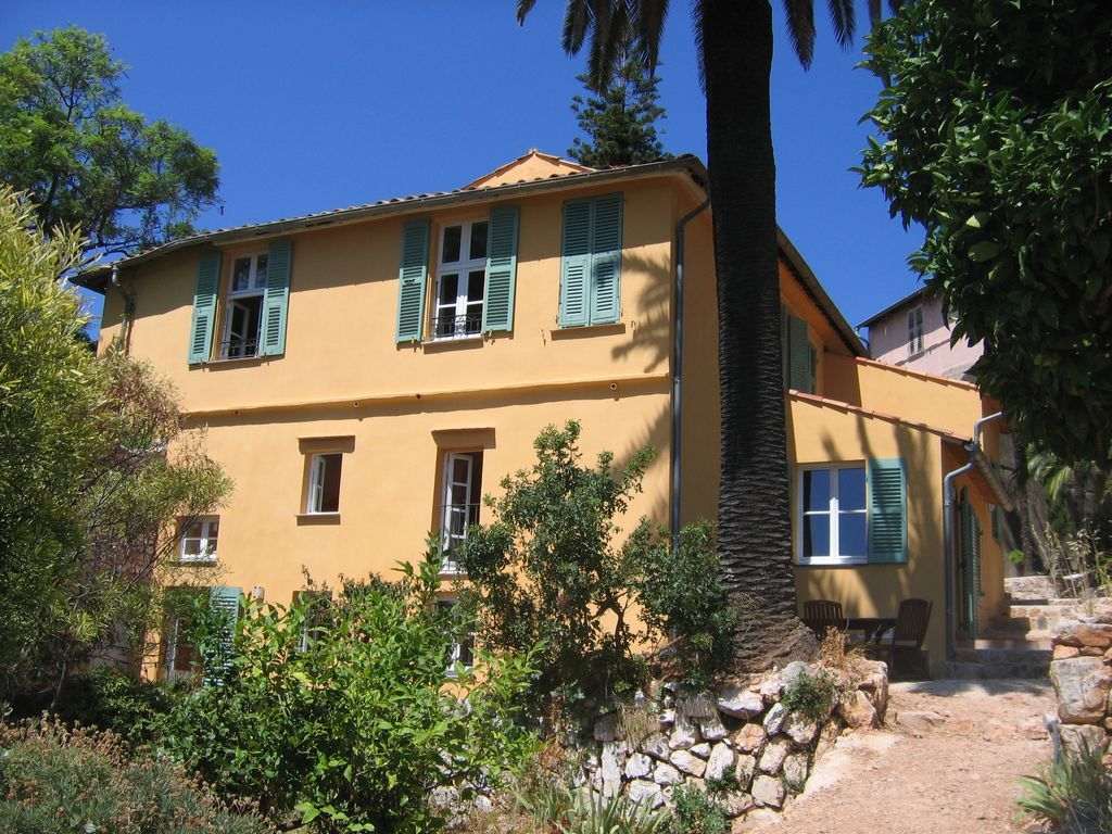 Holiday letting for 11 in Nice