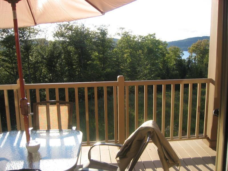 Condominio hermoso y tranquilo con vista al lago y las montañas (6 personas)