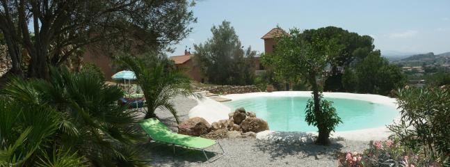 Elegant suite Ficodindia with pool, garden and art