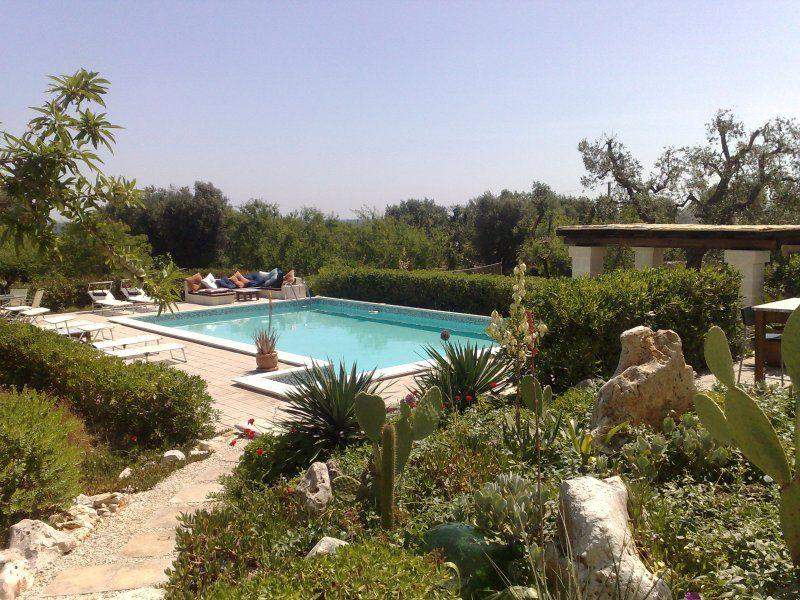 Hilltop Propiedad Cerca de Ostuni, en el sur. Italia con piscinas y vistas panorámicas