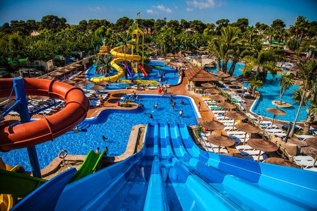 Toboganes y piscinas infantiles de La Marina Resort