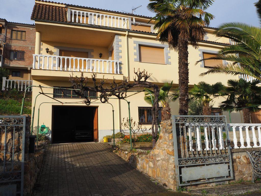 Alojamiento de 4 habitaciones en Cdad. rodrigo