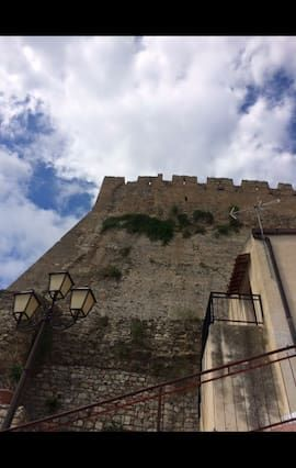 Alojamiento atractivo en Rocca imperiale