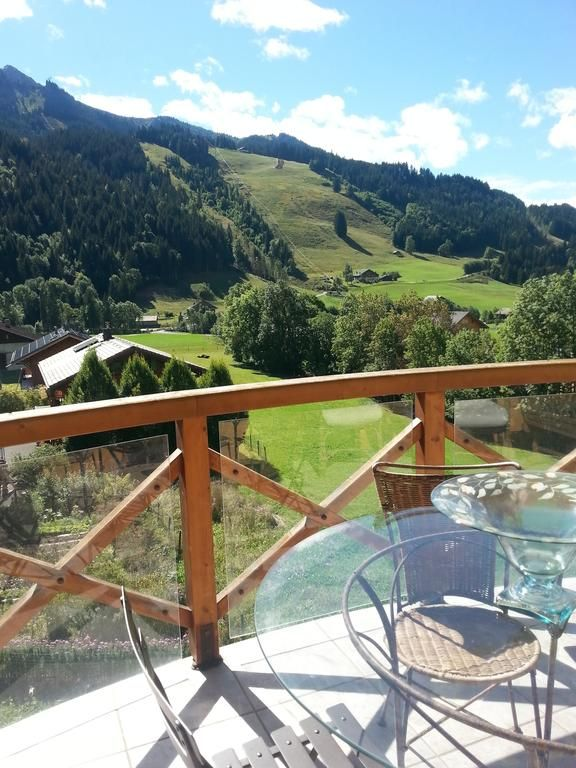 Panorámico alojamiento con balcón