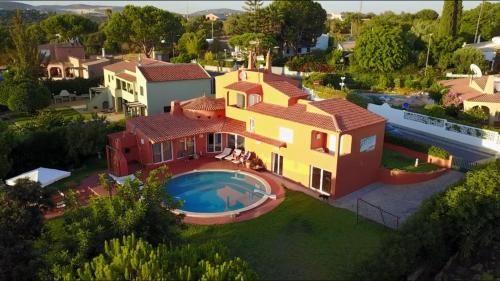 Alojamiento de 1200 m² para 12 personas