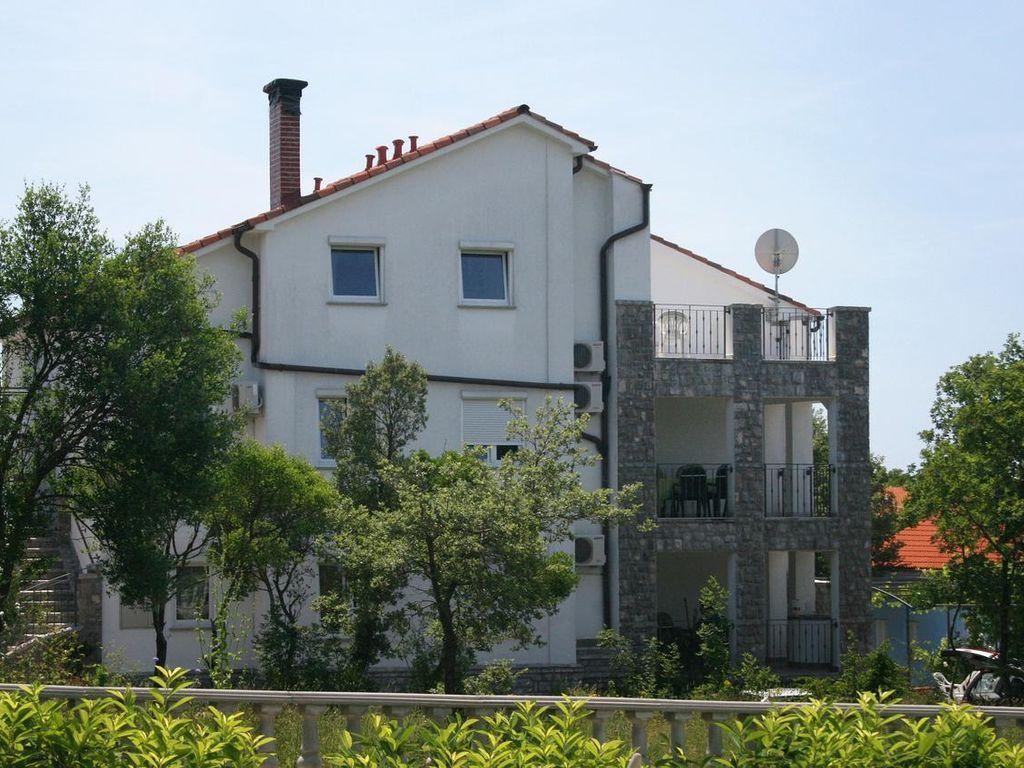 1-Zimmer-Ferienwohnung mit Terrasse Pinezići, Krk (A-5464-d)