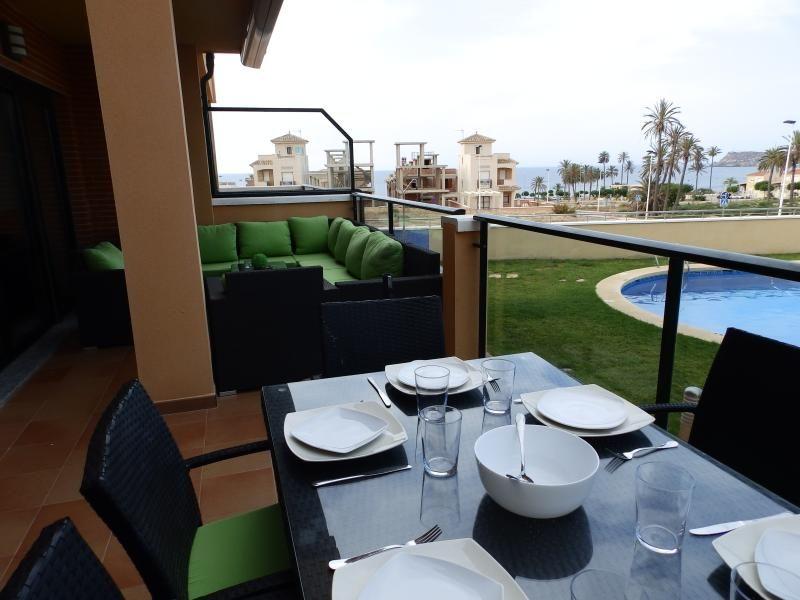 Hydra02 - Modern apartment next to the beach