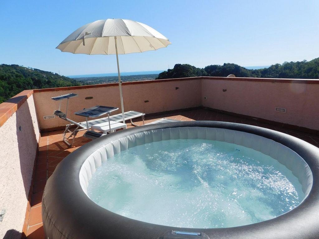 Dotada vivienda con piscina