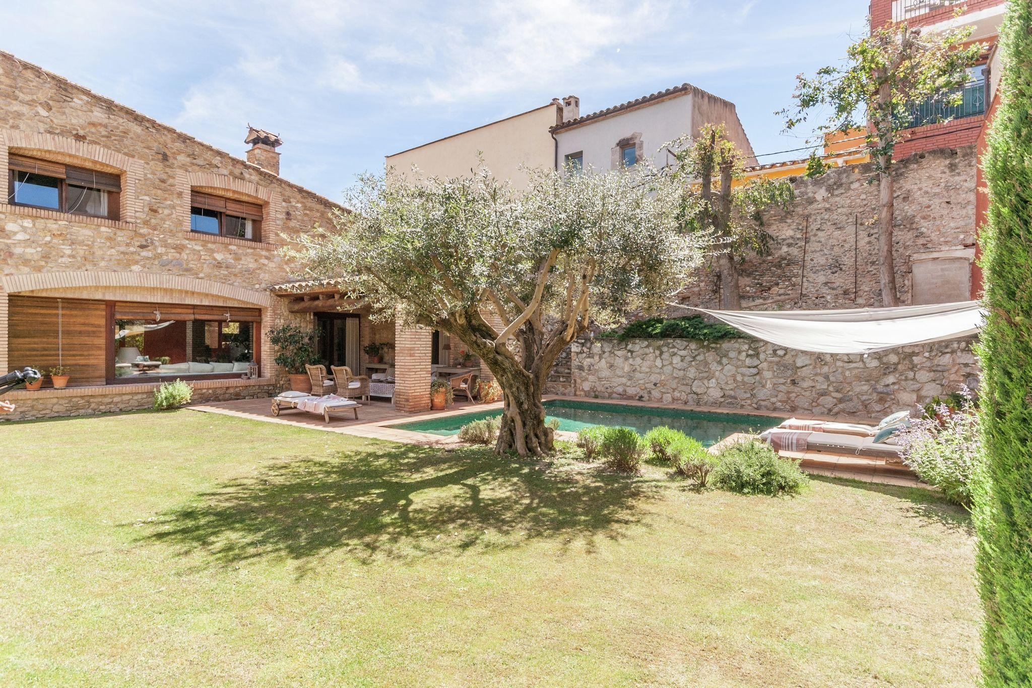 Alojamiento de 390 m² con jardín