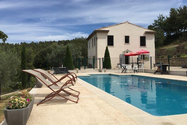 Hermosa villa amueblada 3 km de Aix en Provence, piscina, tranquila, 2 hectáreas de tierra