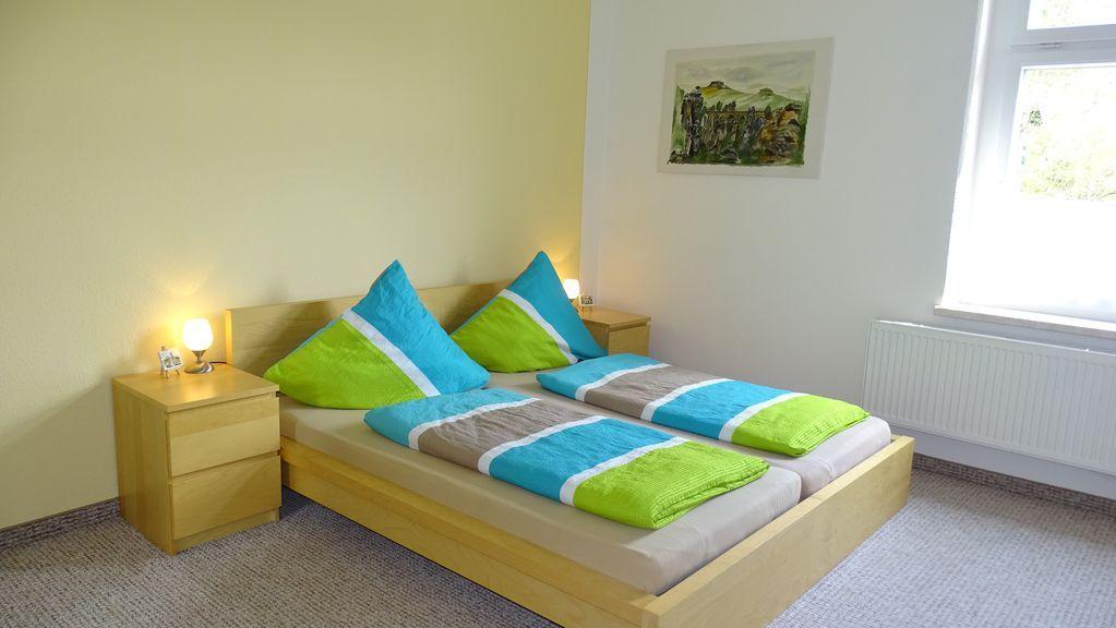Ruhig, zentrale und große Wohnung für bis zu 8 Personen, Terrasse, Elbnähe