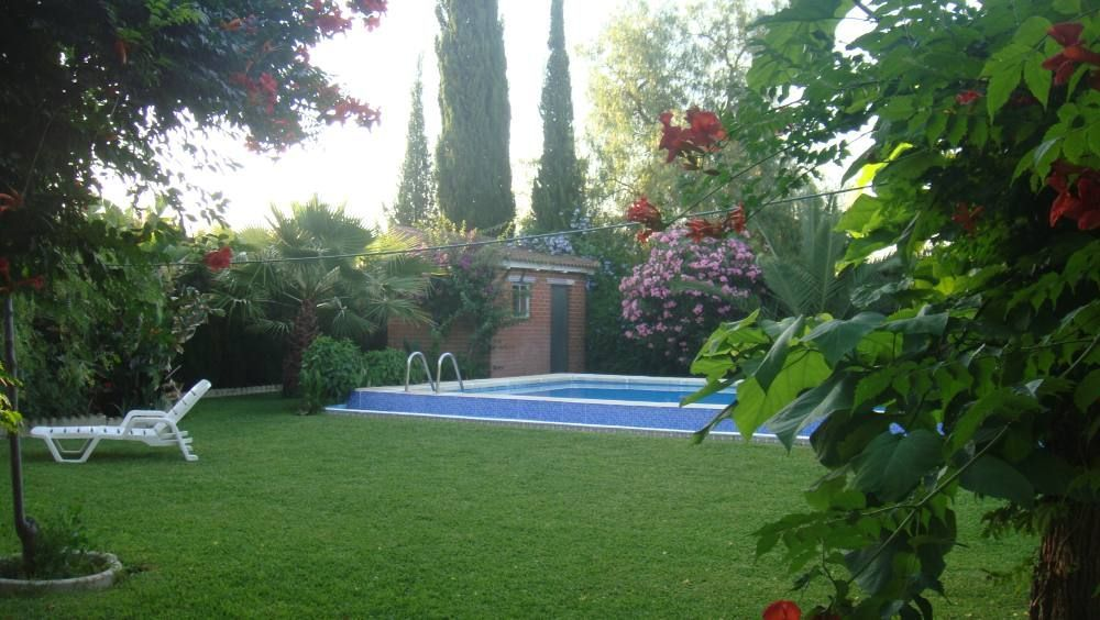 Vivienda dotada con piscina