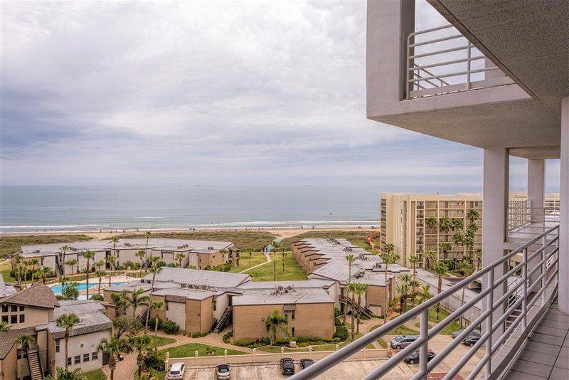 Resort district beachfront resort, all the amenities!