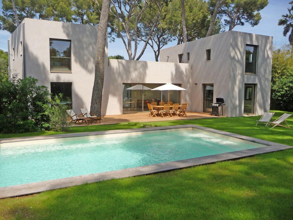 Práctica casa con piscina