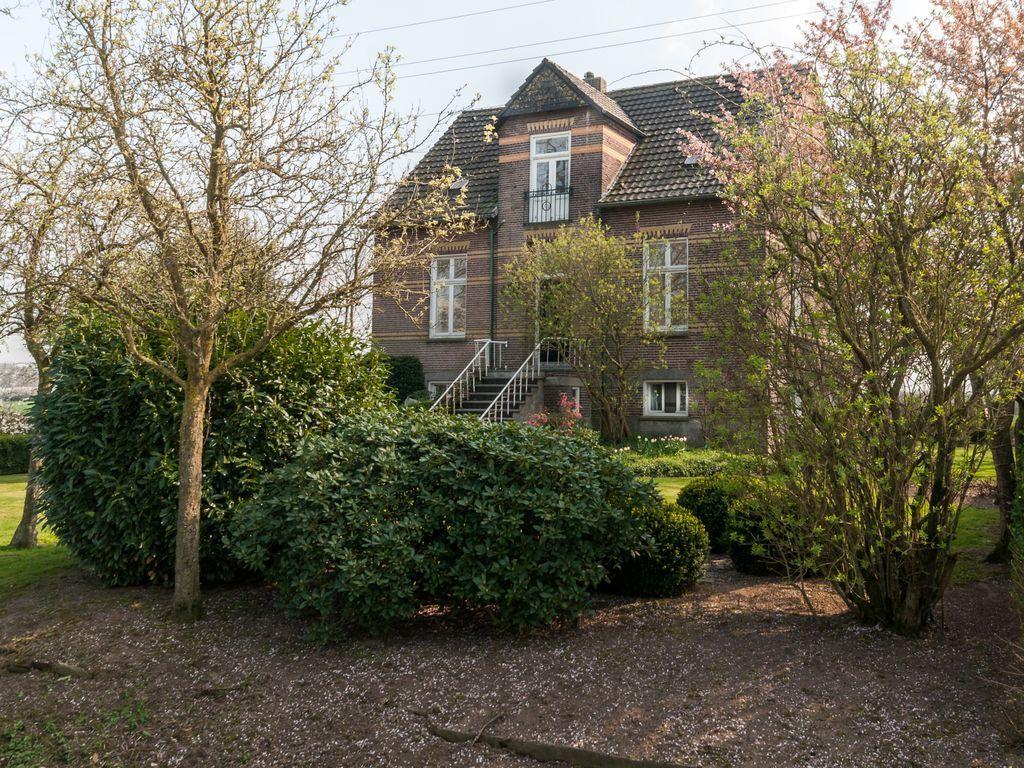 Casa con vistas con jardín