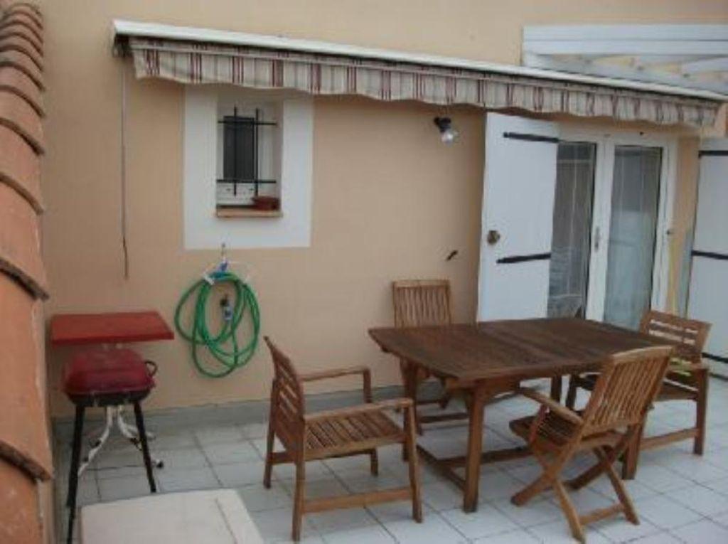 Apartamento provisto con jardín