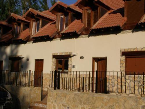 Residencia en Alcalá de la selva con jardín