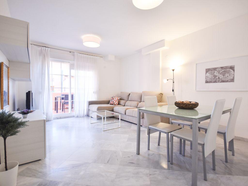 Panoramic apartment with garden