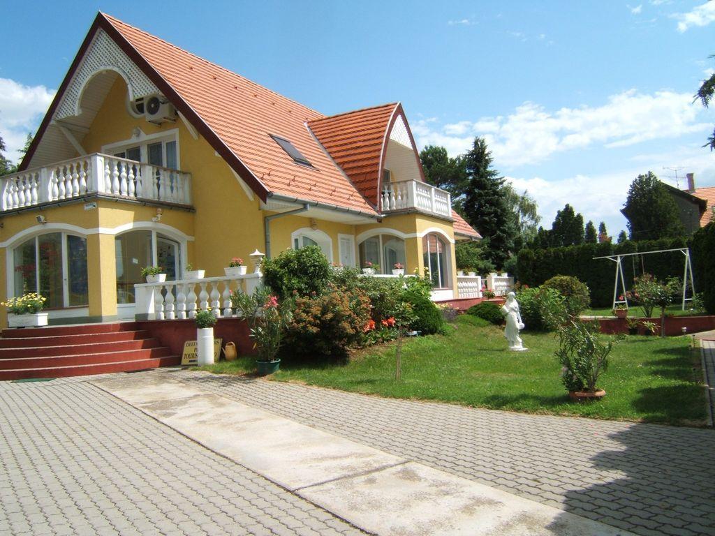 Apartamento vacacional con piscina, aire acondicionado, 2 baños y terraza