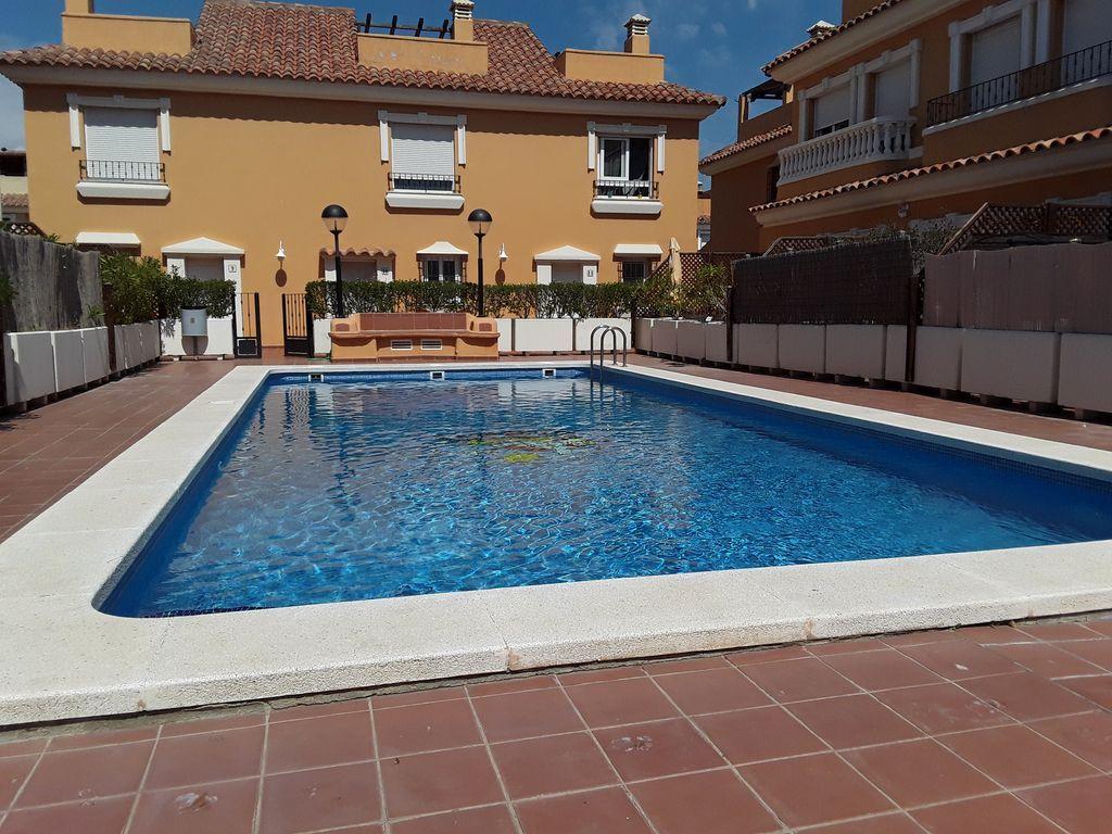 Alojamiento de 3 habitaciones con piscina